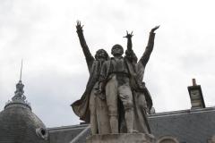 Grenoble-163-Vrijheidsbeeld-uit-1788-met-fontein