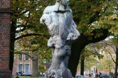 Plastiek-door-Hendrik-de-Vries-Norman-Burkett-bij-Martinitoren-2
