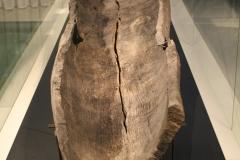 Groninger Museum 242 Uitgeholde boomstamkano van ca 600 n Chr