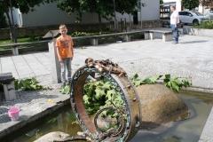 Harz-Thale-048-Sculptuur-Draupnir-Toverring-van-Wodan-met-spelende-kinderen