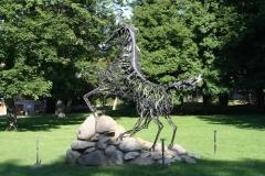 Harz-Thale-277-Sculptuur-Wotans-Zauberpferd-Sleipnir-door-Wolfgang-Holzbauer