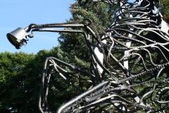 Harz-Thale-280-Sculptuur-Wotans-Zauberpferd-Sleipnir-door-Wolfgang-Holzbauer-detail