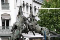 2-Paarden-bij-Ingang-Centrum