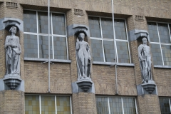 Hasselt-050-Muurbeelden-Wet-Rechtvaardigheid-Macht-Gerechtshof