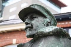Hasselt-090-Standbeeld-Baron-Adrien-de-Gerlache-door-Gerard-Moonen-detail