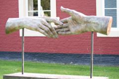 Beeldentuin-St.-Gerlach-075-Margot-Homan-Elkaar-Ontmoetende-Handen
