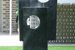 Barbara Hepworth - 1963-1964 - Vierkanten met Twee Cirkels 1