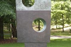 Barbara Hepworth - 1963-1964 - Vierkanten met Twee Cirkels 2