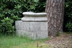 Ian Hamilton Finlay - 1980-1982 - Sacred Grove; five Columns for the Kröller-Müller 1