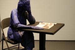 2018-04-11-Rotterdam-Kunsthal-042-George-Segal-1998-1999-Zittende-Lezende-Vrouw