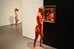 2018-04-11-Rotterdam-Kunsthal-047-George-Segal-1996-Staande-vrouw-kijkend-in-de-spiegel