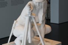 2018-04-11-Rotterdam-Kunsthal-100-Thom-Puckey-2011-Figuur-met-Lugerpistool-en-naziattributen