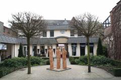Maaseik-Beelden-in-de-Kloostertuin-2