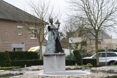 Maaseik-Rotonde-met-De-Vloeejekuning-1