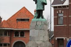 Maaseik-Standbeeld-Joris-Helleputte-1