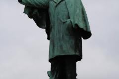 Maaseik-Standbeeld-Joris-Helleputte-2