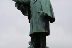 Maaseik-Standbeeld-Joris-Helleputte-3