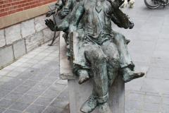 Maaseik-Standbeeld-Kaal-Lui-Lekker-Hoovaardig-1
