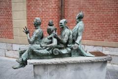 Maaseik-Standbeeld-Kaal-Lui-Lekker-Hoovaardig-2