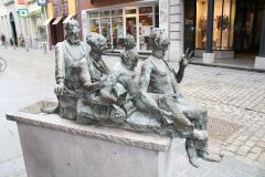 Maaseik-Standbeeld-Kaal-Lui-Lekker-Hoovaardig-5
