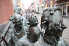 Maaseik-Standbeeld-Kaal-Lui-Lekker-Hoovaardig-7