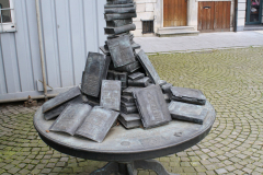 Maaseik-Standbeeld-Monumententafel-1