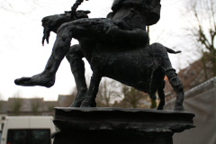 Maaseik-Standbeeld-Monumententafel-4