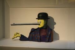 Gavin Turk - Oscar [Magritte met lange neus] 1
