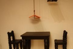 Sted-Mus-Amsterdam-396-Marcel-Wanders-1999-en-2009-Vogelhuisjes-en-tafel-en-stoelen