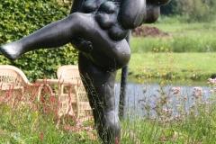 151-Nic-Jonk-Vrouw-staand-op-één-been