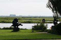 164-Landschap-met-beelden-van-Nic-Jonk