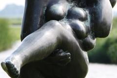 226-Nic-Jonk-Vrouw-staand-op-een-been