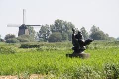 242-Vergezicht-met-molen-en-sculptuur