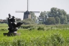 246-Vergezicht-met-molen-en-sculptuur-van-Nic-Jonk