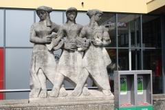 Nijmegen-004-Standbeeld-voor-het-station