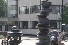 Nijmegen-005-Sculptuur-zonder-titel-van-Tony-Crag-1999-voor-het-station