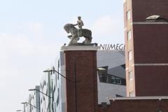 Nijmegen-006-Standbeeld-voor-het-station