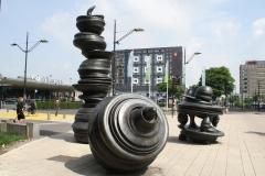 Nijmegen-008-Sculptuur-zonder-titel-van-Tony-Crag-1999-voor-het-station