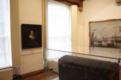 Boekenkist-en-schilderij-Hugo-de-Groot