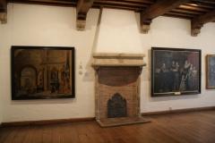 Zaal-met-schouw-en-schilderijen