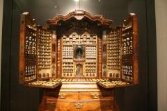 Rijksmuseum-Amsterdam-349-Simpliciakast-potjes-geneeskrachtige-kruiden-Holland-1730