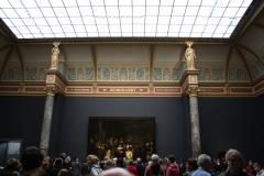 Rijksmuseum-Amsterdam-120-Rembrandt-De-Nachtwacht-met-veel-publiek
