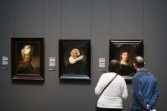 Rijksmuseum-Amsterdam-243-Rembrandt-Drie-portretten-en-publiek