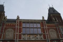 Rijksmuseum-Amsterdam-004-Gevelbeelden-boven-ingang