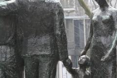 Rotterdam-065-Mari-Andriessen-1957-Monument-voor-alle-Gevallenen-1940-1945-detail