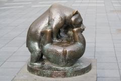 Rotterdam-079-Anne-Grimdalen-1956-Spelende-beertjes-Lijnbaan