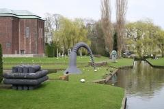 Rotterdam-269-Sculptuur-Schroef-door-Claes-Oldenburg-bij-Boymans-van-Beuningen-1982