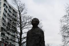 Rotterdam-312-Monument-Ongebroken-Verzet-door-Hubert-van-Lith-1965-detail