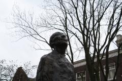 Rotterdam-314-Monument-Ongebroken-Verzet-door-Hubert-van-Lith-1965-detail