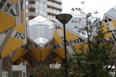 Rotterdam-067-Kubuswoningen-en-Blaaktoren